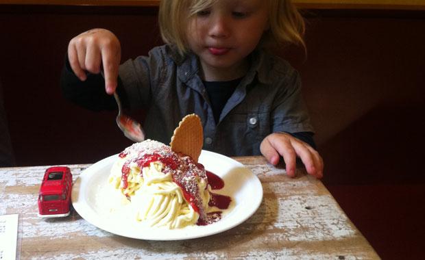 Berlin, bestes Spaghetti-Eis bei Eisdiele Annamaria Kinder lieben es