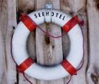 Seehotel-Neuklostersee-Rettungsring©Britta-Smyrak-smartfamilytravel
