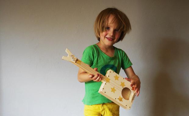 DIY-Kinder-Gitarre©Anja_Ihlenfeld