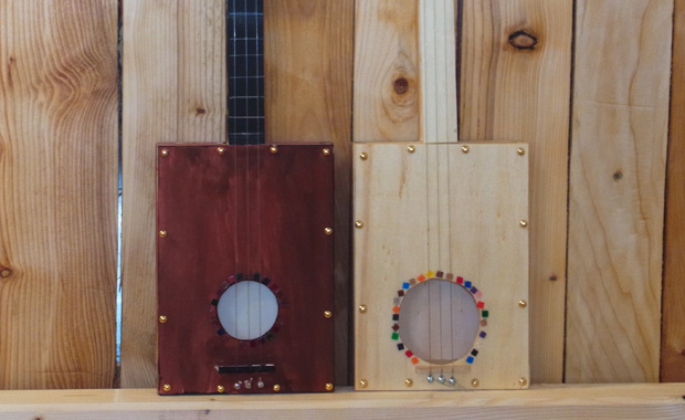 Kinder gitarre zum selber machen idee von die werkkiste for Christbaumschmuck selber machen kinder