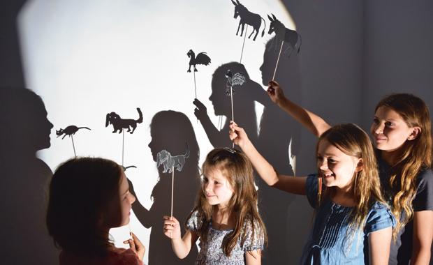 Diy basteln mit kindern m rchenhaftes schattenspiel for Schattentheater selber machen