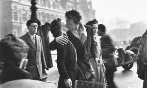 Robert Doisneau: Le Baiser de l'Hôtel de Ville © Atelier Robert Doisneau, 2016