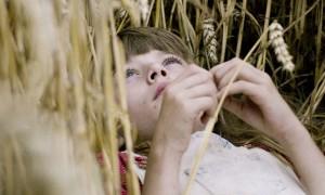 """Die zehnjährige Lea im Film """"Königin von Niendorf""""."""