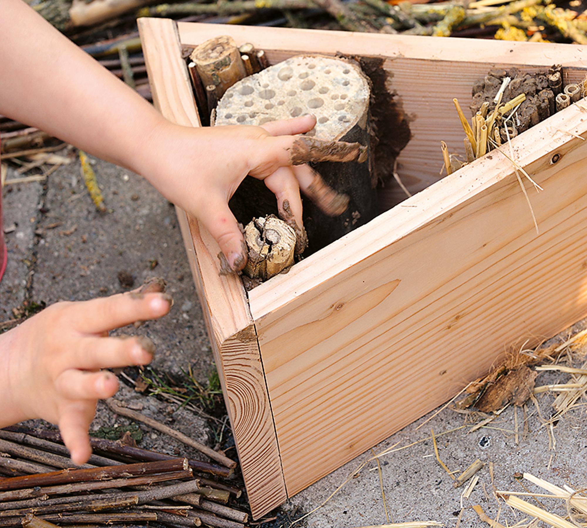 Insektenhotel mit Naturmaterialien befüllen | HIMBEER Magazin