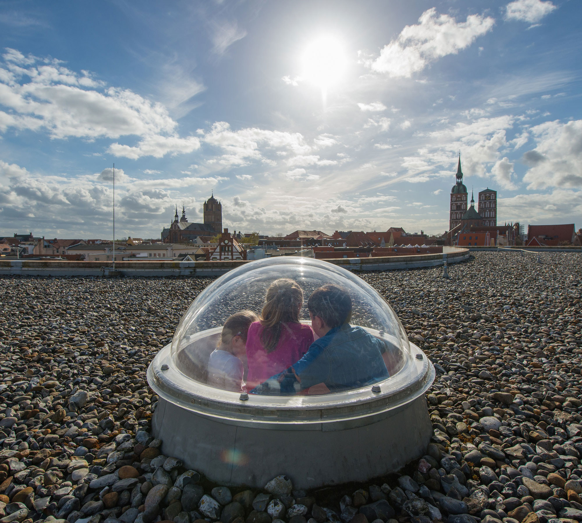 Ausblick aus der Glaskuppel des OZEANEUM über die Hansestadt Stralsund | HIMBEER Magazin