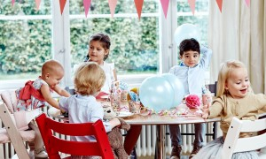 Stokke_Summer-House_Table-Scene_TrippTrapp_2000x1800px