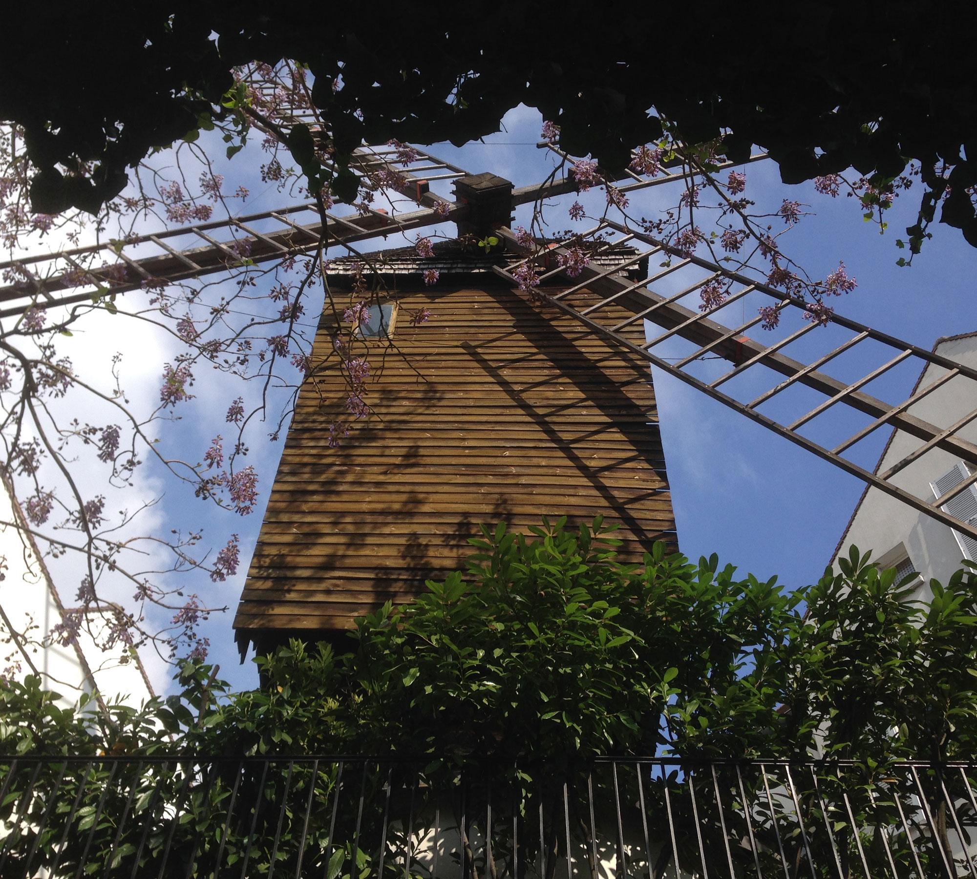 Blick auf die Mühle in Montmatre | HIMBEER Magazin