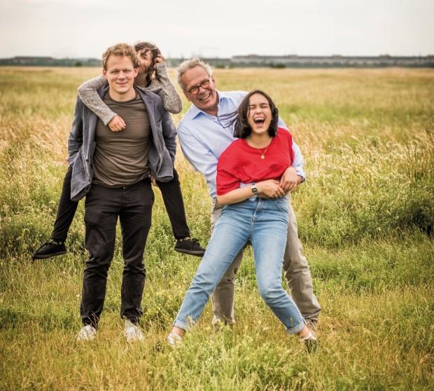 Neue Väter – Was sie mit ihren Kindern verbindet: Matthias mit Maia, Luna und Kasimir