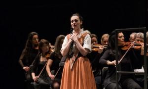 Opernsängerin beim Kinderkonzert in der Deutschen Oper   BERLIN MIT KIND