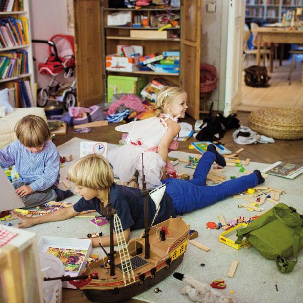 chaos im kinderzimmer die leidige geschichte vom aufr umen himbeer. Black Bedroom Furniture Sets. Home Design Ideas