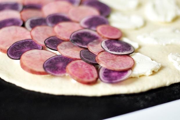 pizza selber machen kartoffelpizza himbeer magazin m nchen. Black Bedroom Furniture Sets. Home Design Ideas